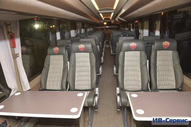 Компания Iveco Bus передала ключи от туристического лайнера Magelys Pro футбольному клубу «Рома»